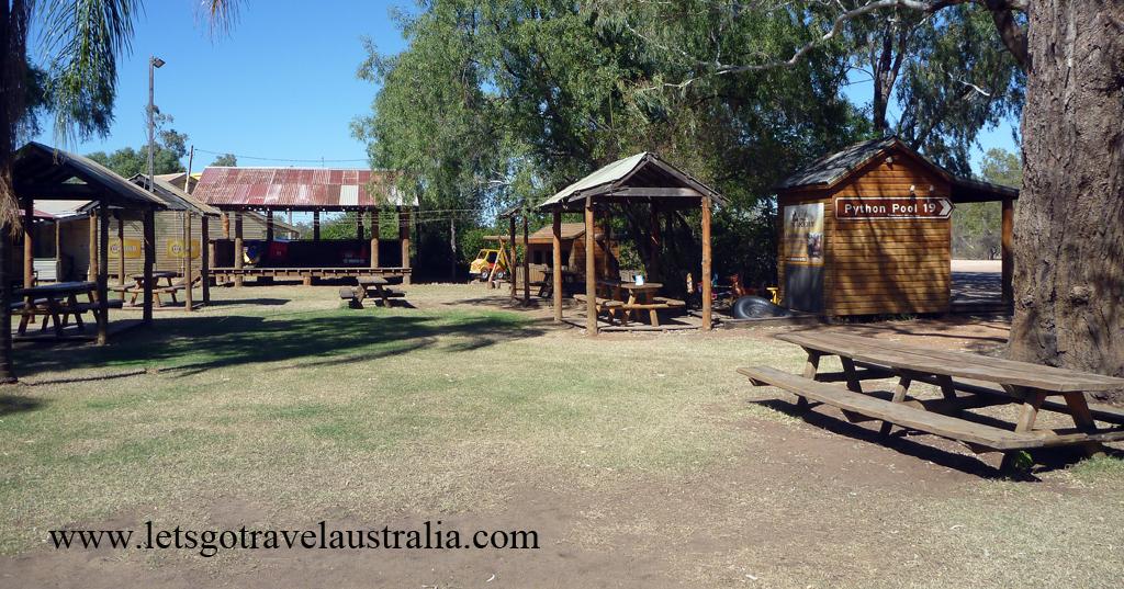 Nindigully-Pub-outdoor-area